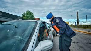 Barbijo en el auto y multas: qué controla la Policía en Córdoba