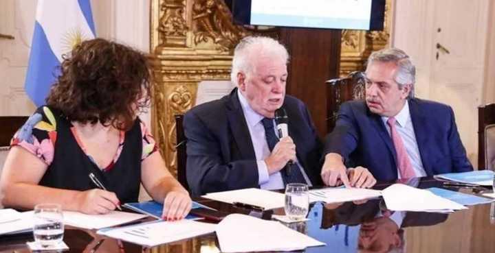 Ginés atribuyó la suba de casos a la «indisciplina social»
