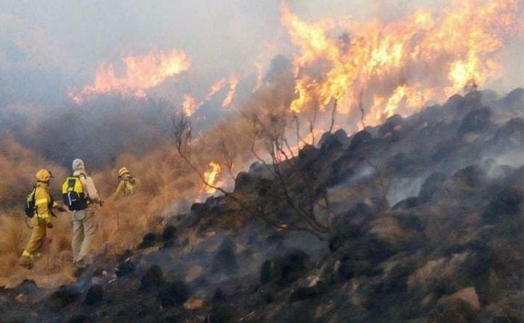 Incendio en la zona de Copacabana: Ya hay vecinos autoevacuados