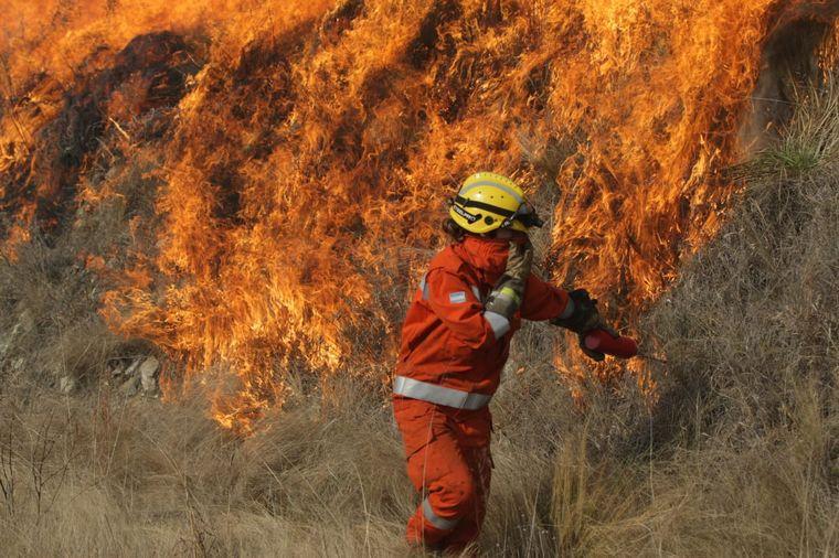 Capilla del Monte : se inicia un proceso de evacuación. Fuego descontrolado