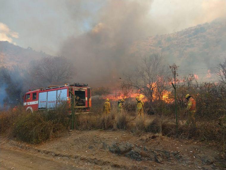 Jornada calurosa,ventosa y complicada para el incendio en Cruz del Eje y parte de Punilla