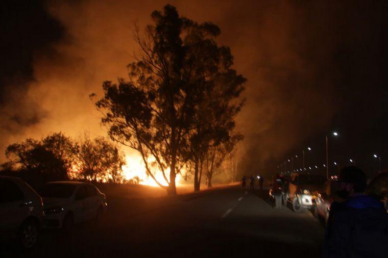 Sigue el combate contra el incendio de Capilla del Monte