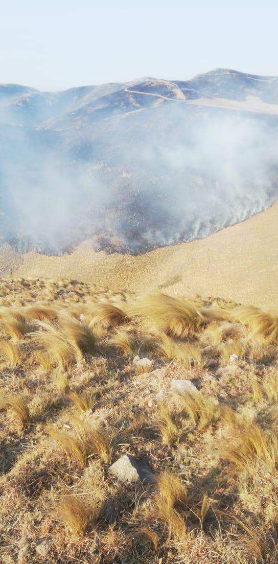 Continúan luchando contra el fuego en Capilla del Monte
