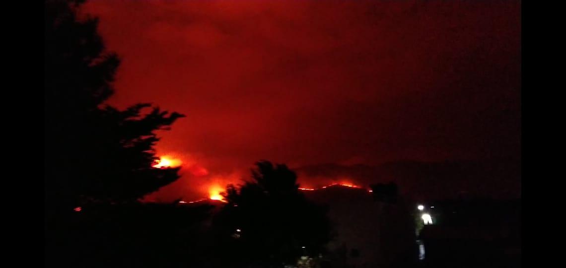 En Capilla del Monte se espera el fuego en «Las gemelas» para ser combatido.
