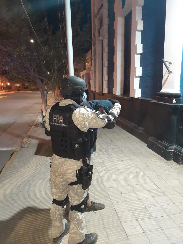 PAREJA DETENIDA POR VENTA DE DROGAS EN CAPILLA DEL MONTE