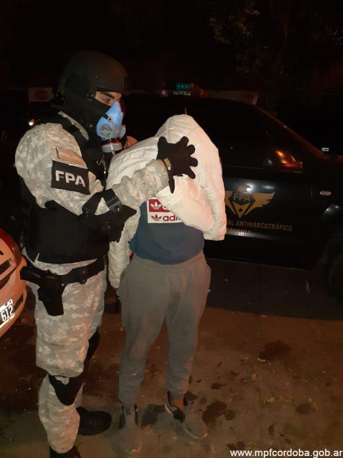 FPA SECUESTRÓ MÁS DE 1.200 DOSIS DE DROGAS Y ARMAS DE FUEGO EN TANTI. TRES DETENIDOS
