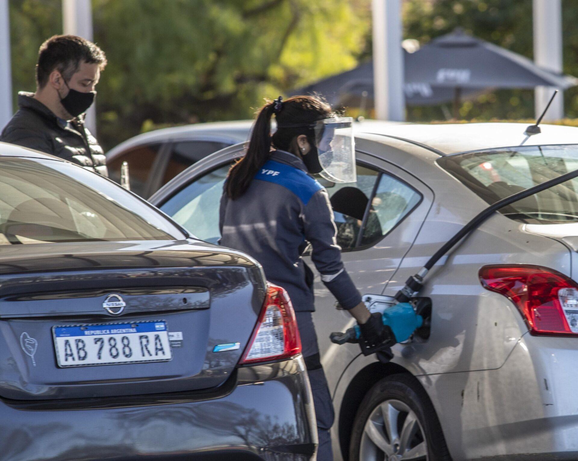 Desde este martes YPF sube 2,9% los precios de nafta y gasoil