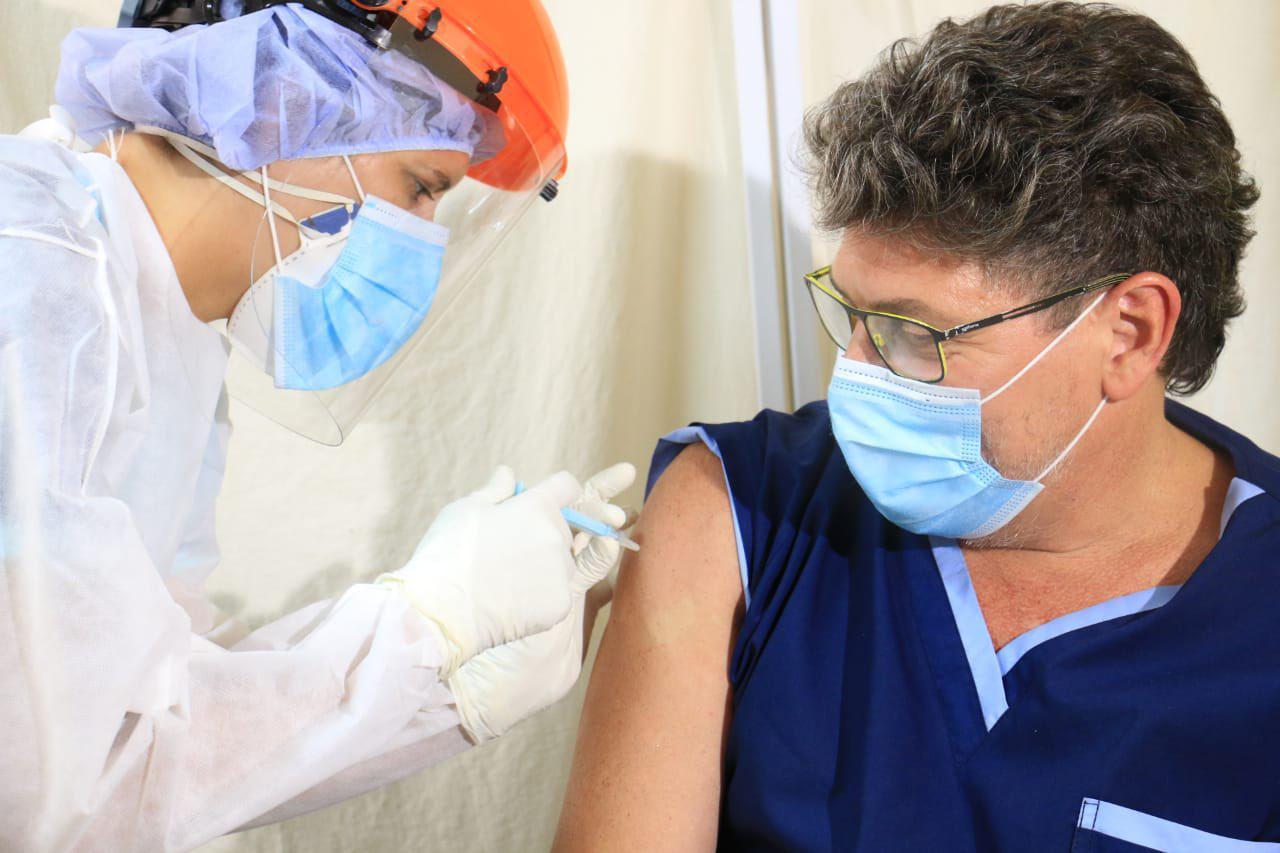 Córdoba vacuna a profesionales de la salud mayores de 60