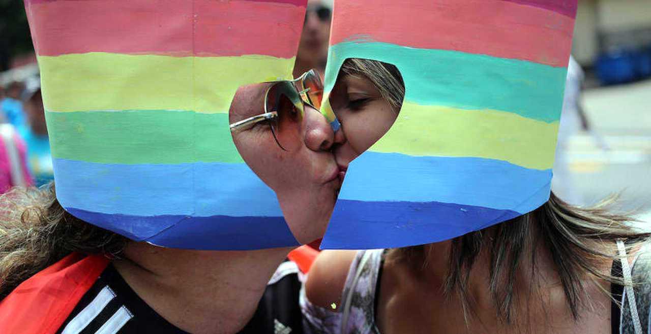 Cuba busca allanar el camino para legalizar el matrimonio igualitario