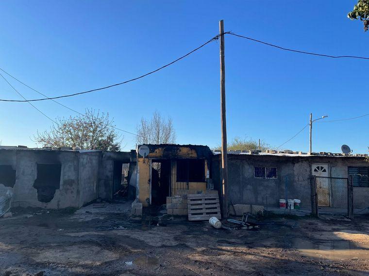 Rescatan a familia mientras se quemaba su casa en Córdoba