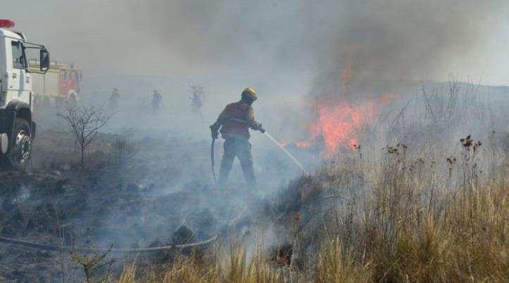URGENTE : Bomberos controlaron un incendio en Capilla del Monte