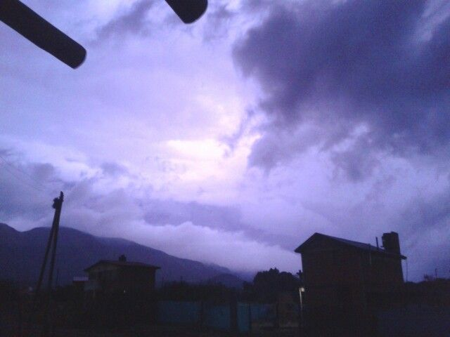 Fuerte tormenta con ráfagas y caída de granizo en Punilla